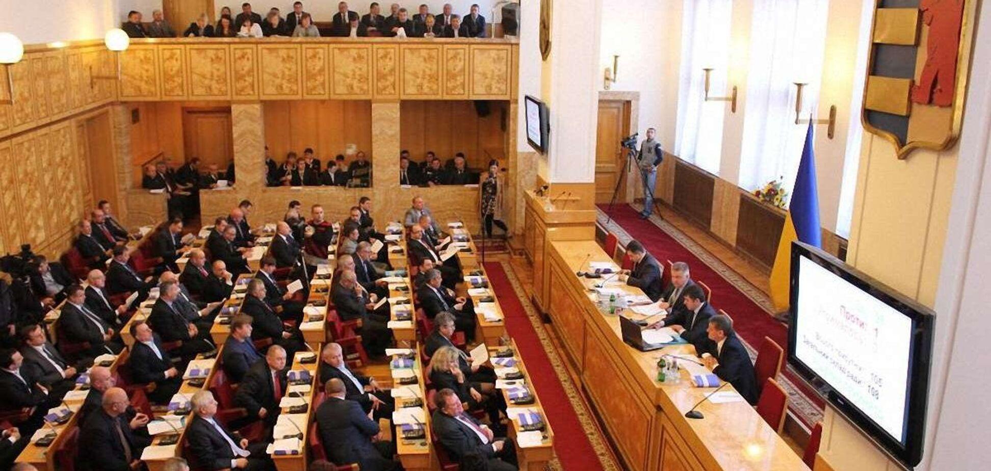 Партия венгров устроила демарш на сессии Закарпатского облсовета