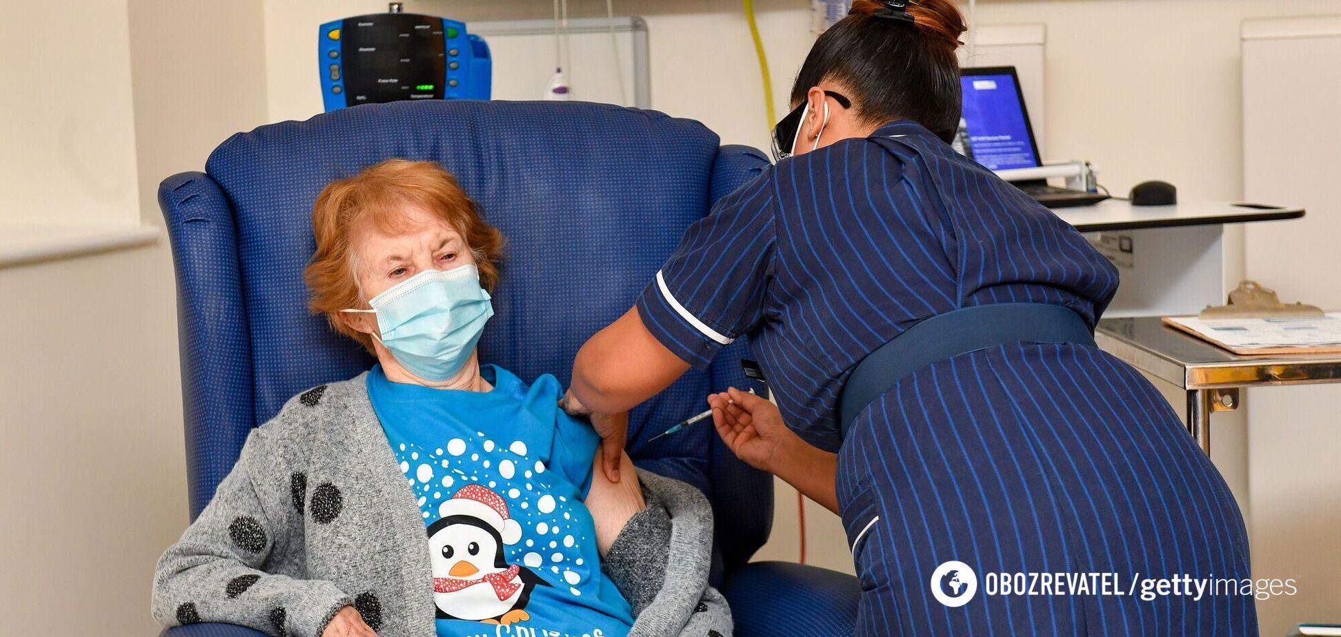 Британия начала массовую вакцинацию от COVID-19: фото с первыми привитыми