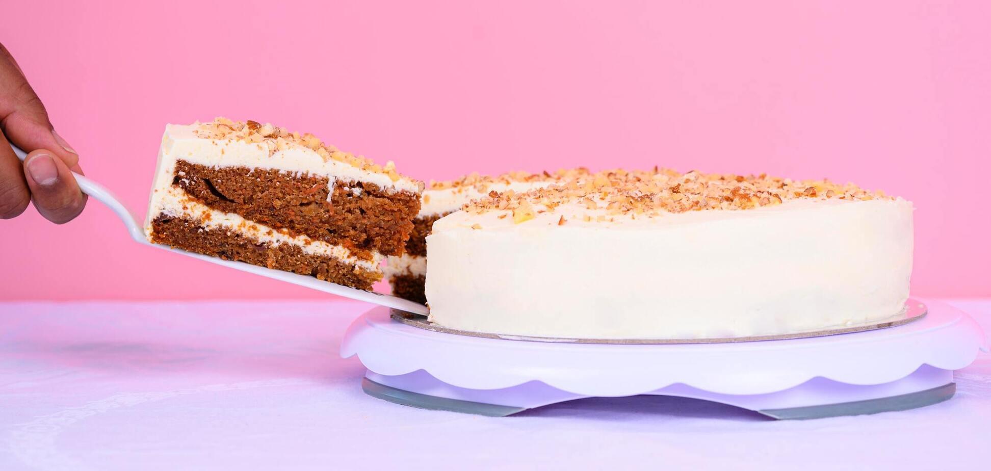 Щоб поділити торт, пропонується використовувати келихи
