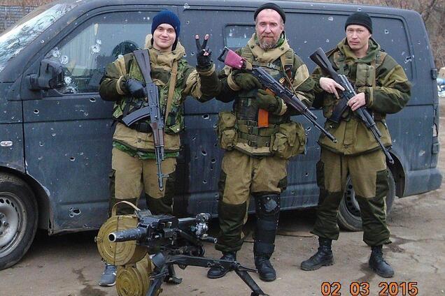 """На Донбасі загинув терорист """"ДНР"""" Олексій Чернишов (у центрі)"""