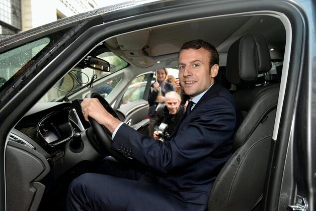 Чиновники у Франції будуть змушені відмовитися від літаків і автомобілів