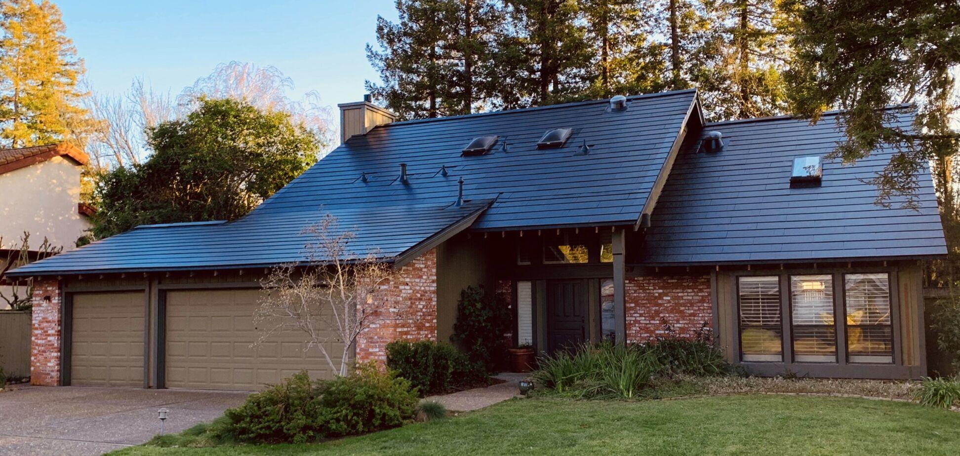Чекаємо в Україні: Ілон Маск почне продаж сонячного даху Solarglass за межами США