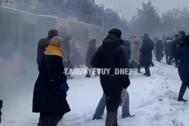 В Днепре на ходу задымился трамвай с пассажирами