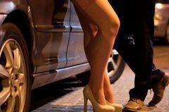 Поймали с поличным: ректор вуза пытался заказать проститутку