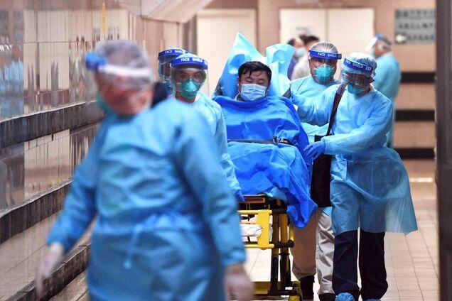 """В Ужгороді китаєць """"здався"""" медикам через коронавірус"""