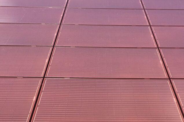 Фотоелектричні модулі Sunerg X-Color червоного кольору