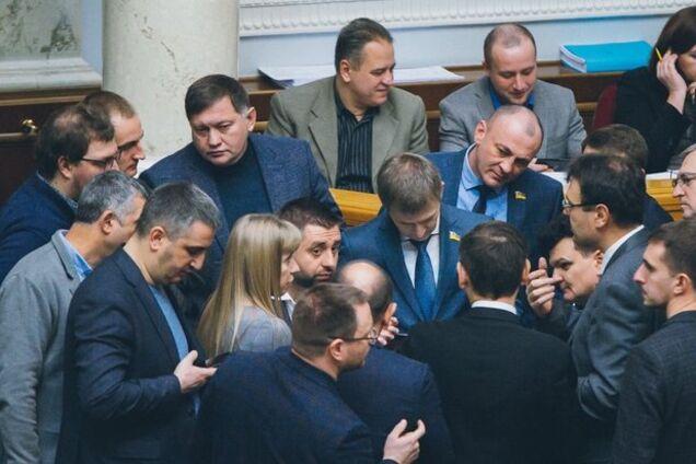 """В """"Слуге народа"""" объяснились касательно """"особого"""" статуса ОРДЛО"""