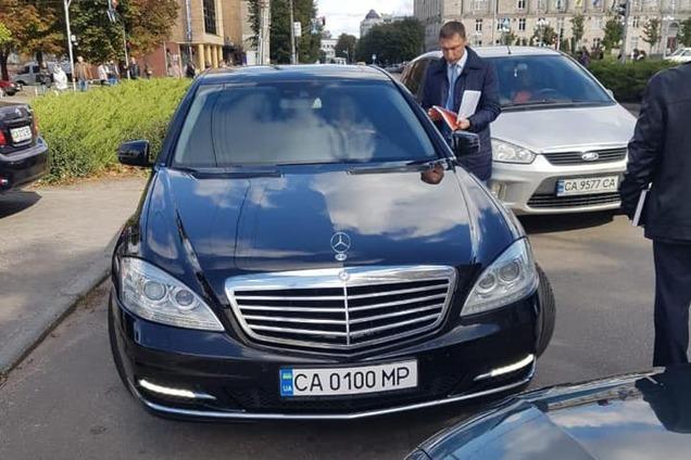 Сім'я мера Черкас продала авто в 9 разів дорожче ціни