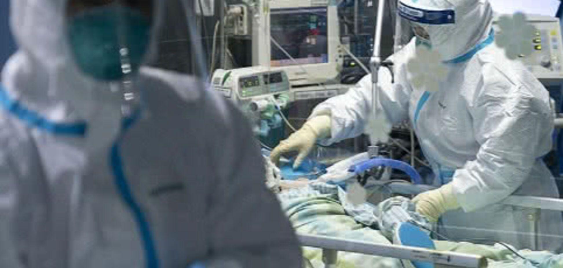 У пацієнтки підтвердили коронавірус після восьми негативних тестів