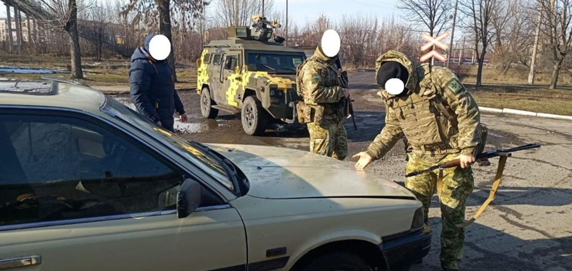 На Донбасі викрито рекордну контрабанду цигарок з 'ДНР': з'явилися фото