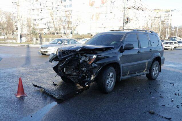 Автомобиль врезался в автобус с пассажирами