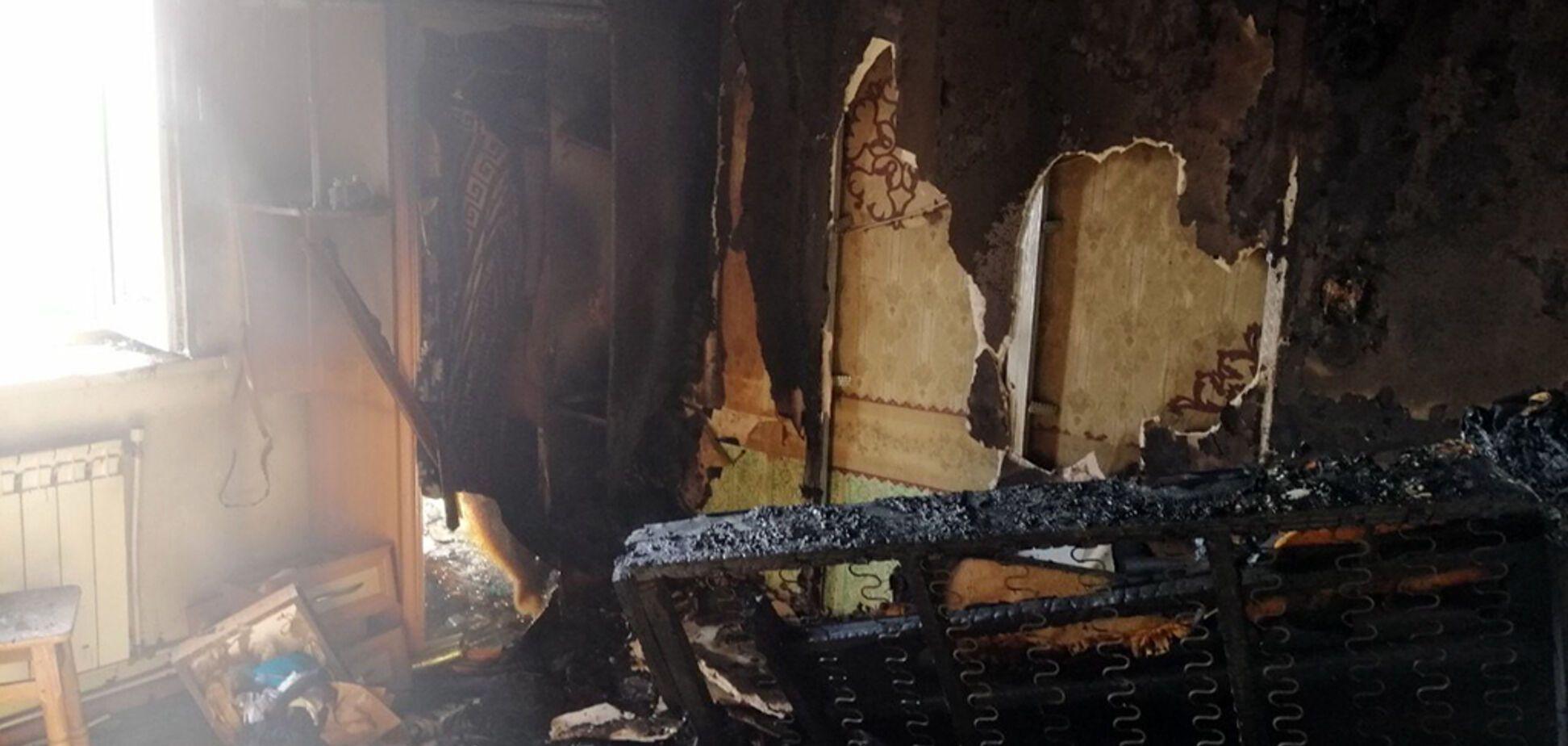 На Дніпропетровщині в будинку згоріли двоє чоловіків, у дворі знайшли повішену жінку. Фото