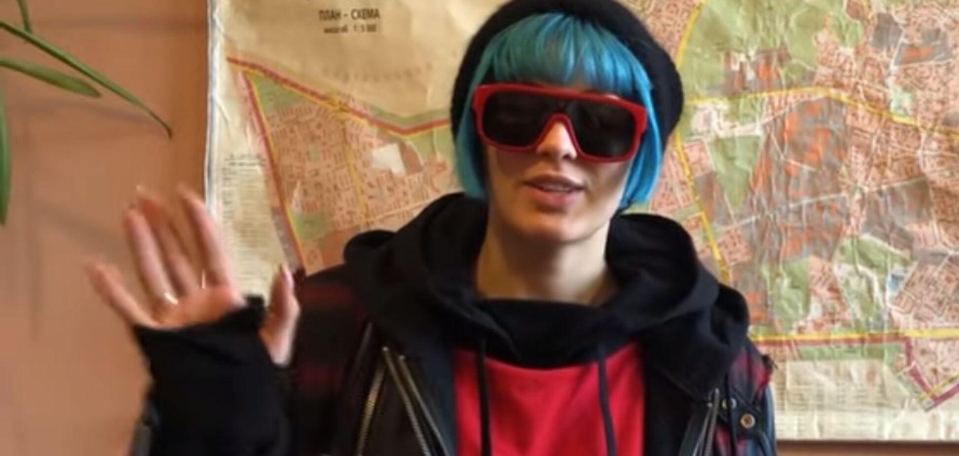 Дело с ограблением MARUV: довольная певица сделала видеообращение из полиции