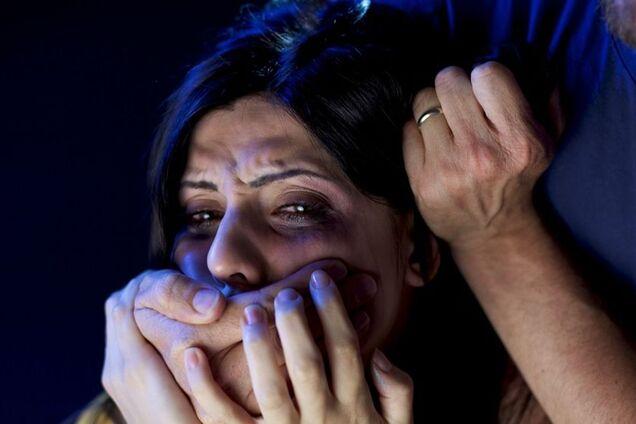 У Бердичеві ґвалтівник із ножем напав на жінку