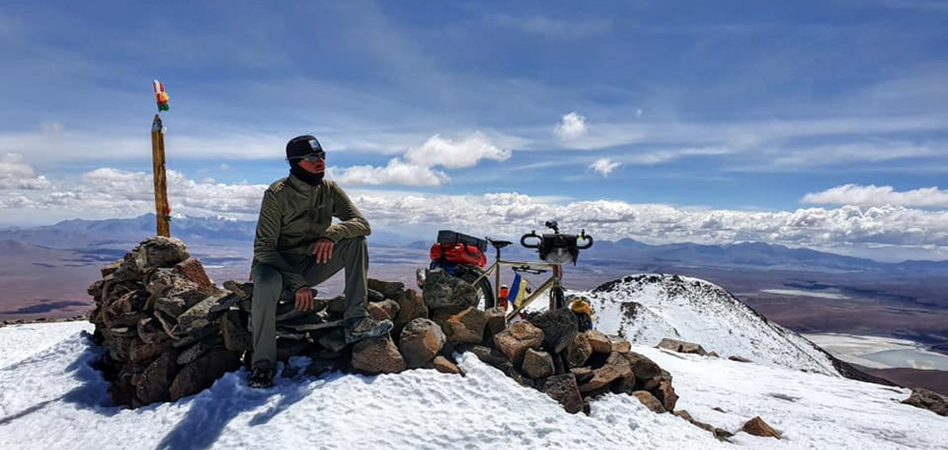 Украинец покорил вулкан высотой более 6000 метров на велосипеде. Фото и видео