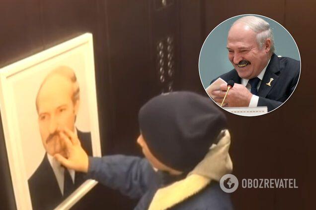 Портрет Лукашенко в лифте рассмешил белорусов