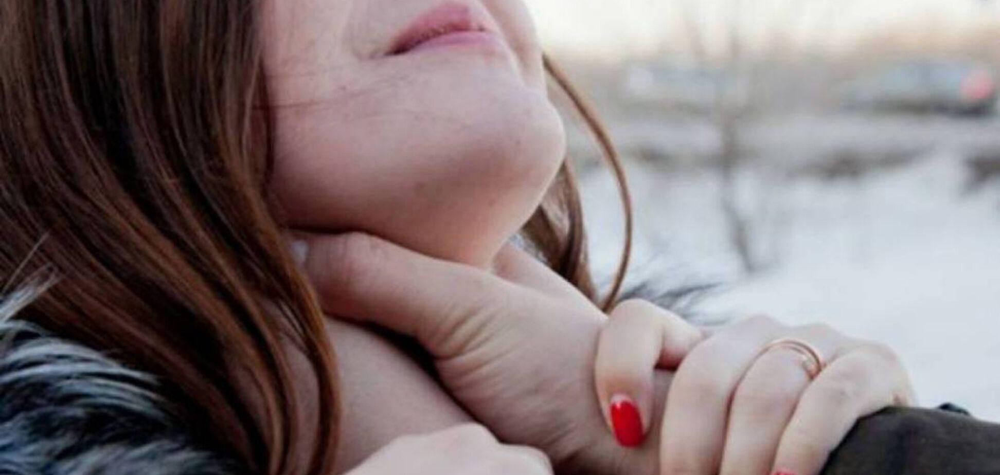 На Житомирщине компания школьниц избила девушку: детали нападения