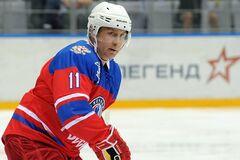 Путін на хокеї