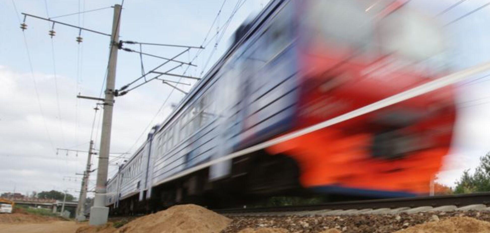 Под Днепром электричка отрезала мужчине ногу: подробности ЧП