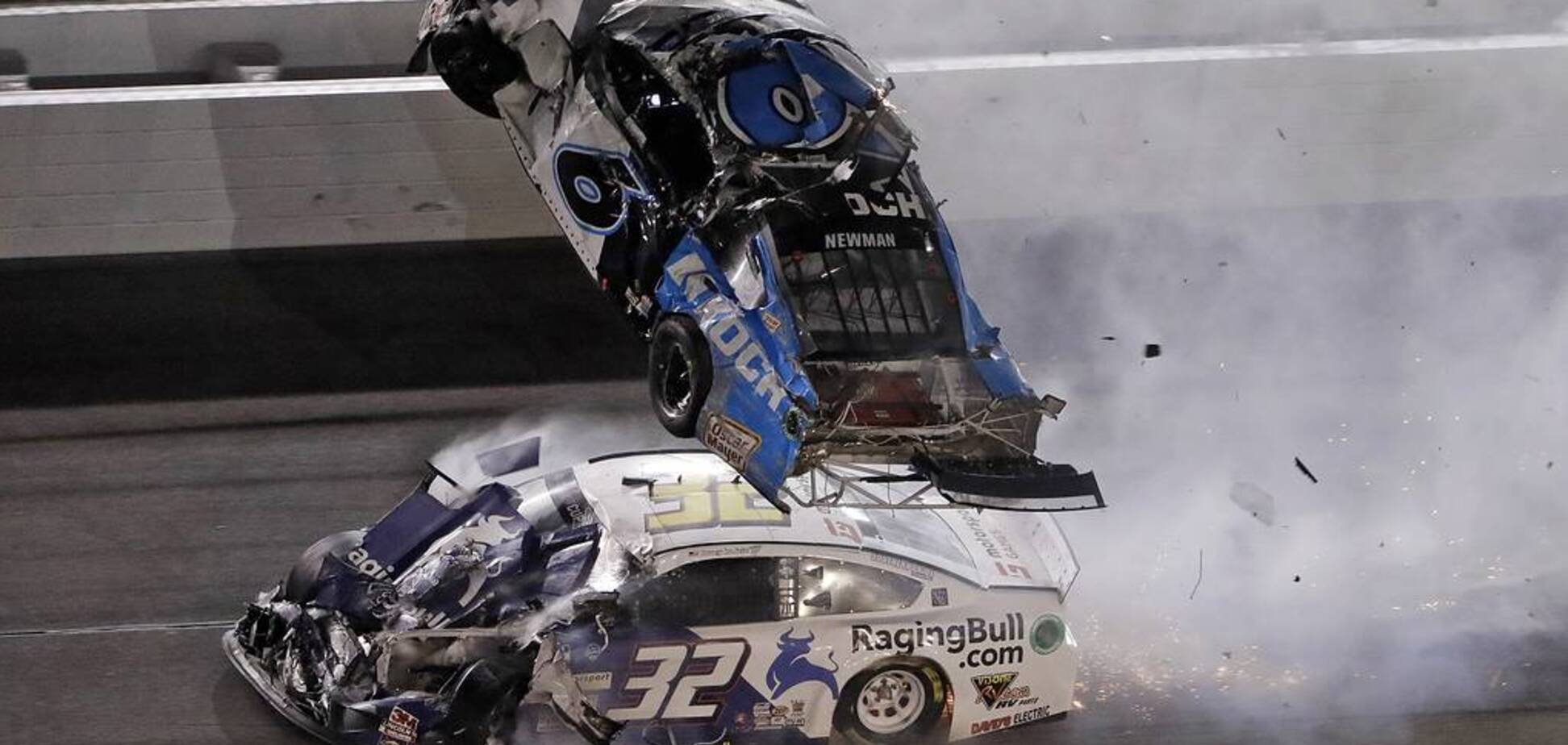Земля - воздух: страшная авария на финише гонки NASCAR едва не стоила жизни чемпиону