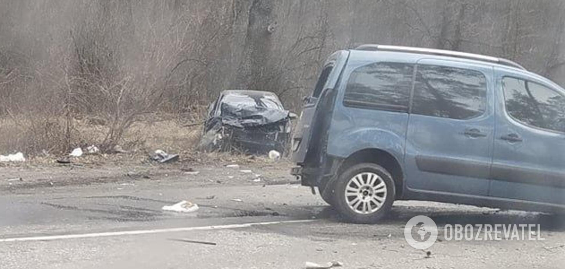 Под Киевом лоб в лоб столкнулись два авт