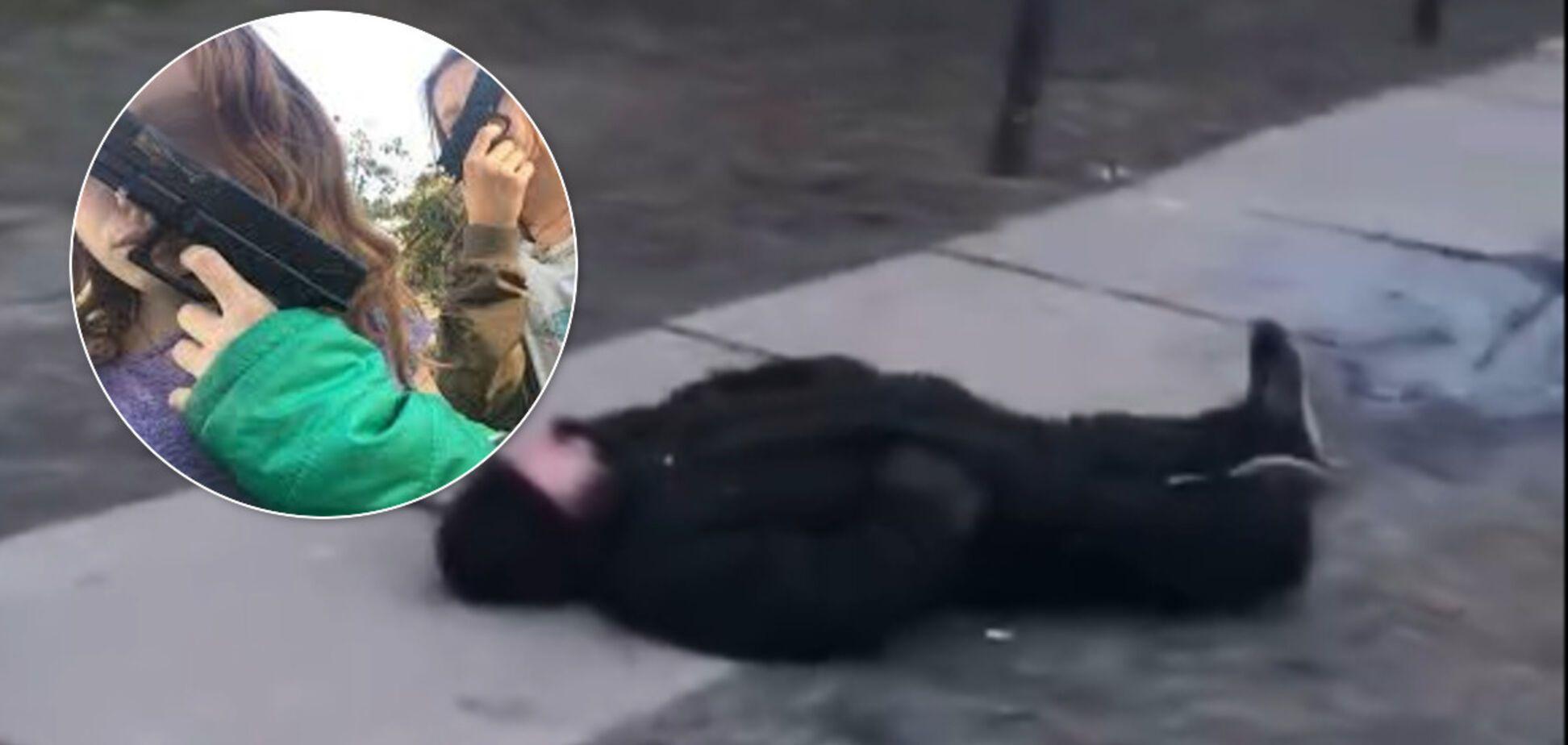 Побили ногами до напівсмерті: чому малолітні дівчата в Києві напали на безхатченка