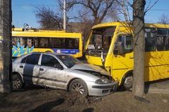 В Черкассах маршрутка столкнулась с двумя легковушками: четверо пострадавших. Фото