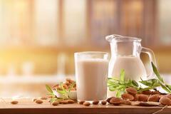 Лікарка розповіла, чи корисне молоко та скільки його потрібно пити