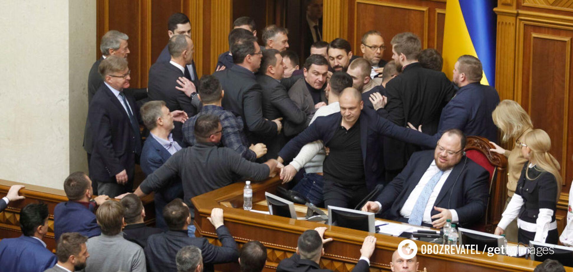'Референдум!' Нардепы сорвали заседание Рады