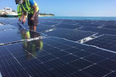 Зелений рай: в Еміратах острів для туристів перевели на плавучу енергію сонця