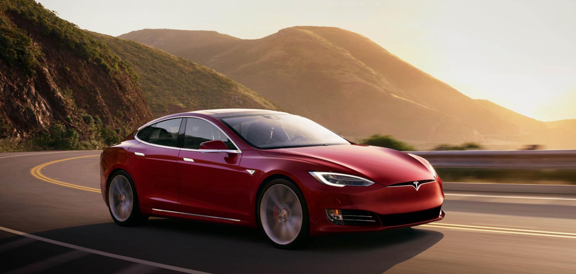 Хакери зламали Tesla і різко збільшили можливості електромобілів