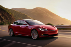 Хакеры взломали Tesla и резко увеличили возможности электромобилей