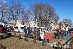 Неизвестный устроил ЧП в школе на Киевщине: много пострадавших