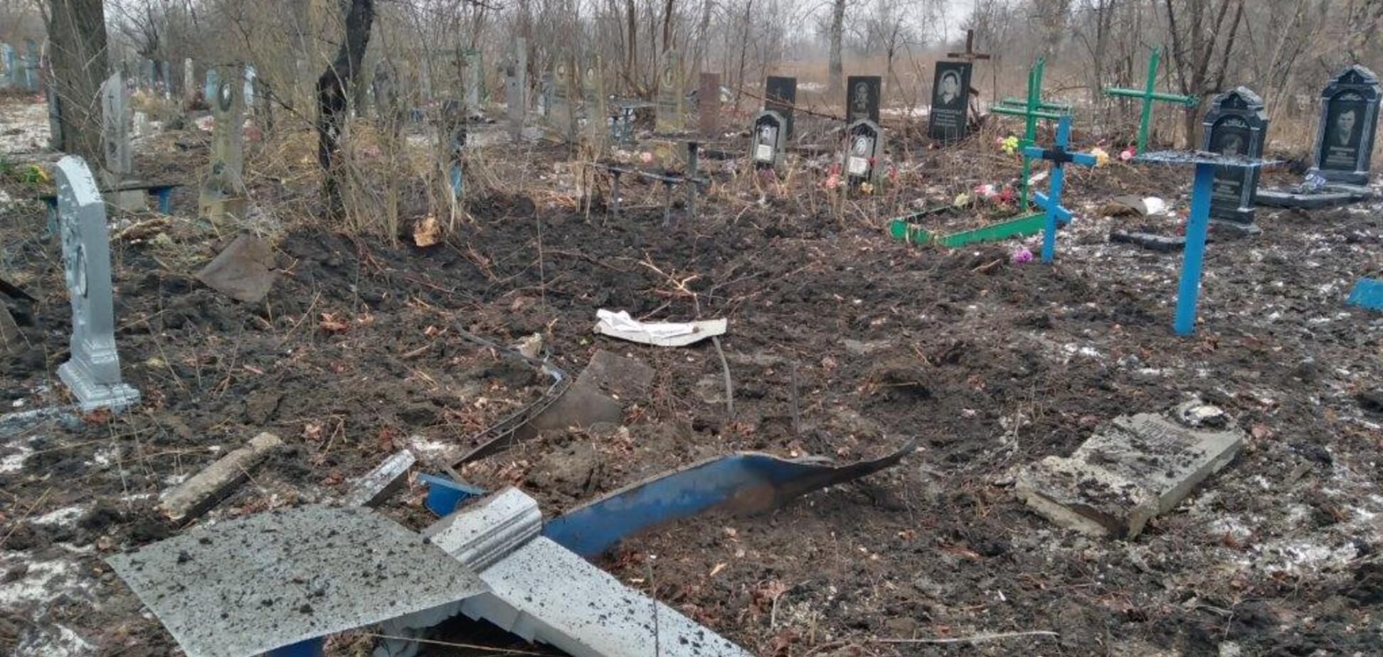 Террористы ЛНР разбомбили из артиллерии кладбище
