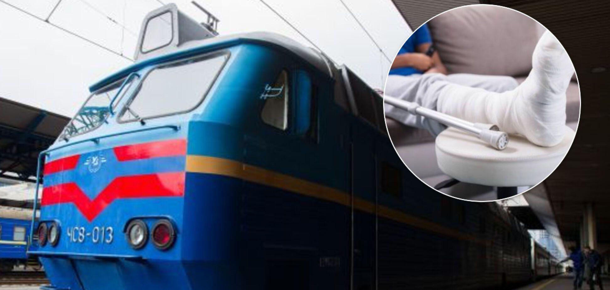 Пассажиры ломают кости, а в УЗ говорят – сами виноваты: в чем суть нового скандала вокруг поездов