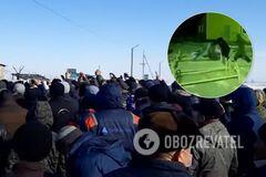 Вытащили из больницы койки: в Казахстане люди впали в панику из-за коронавируса. Видео