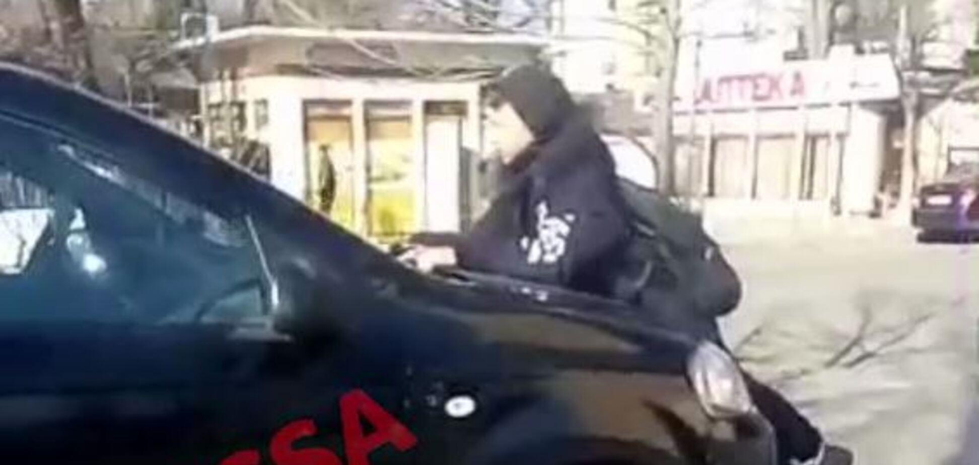 В Одессе школьники поставили на место автохамов
