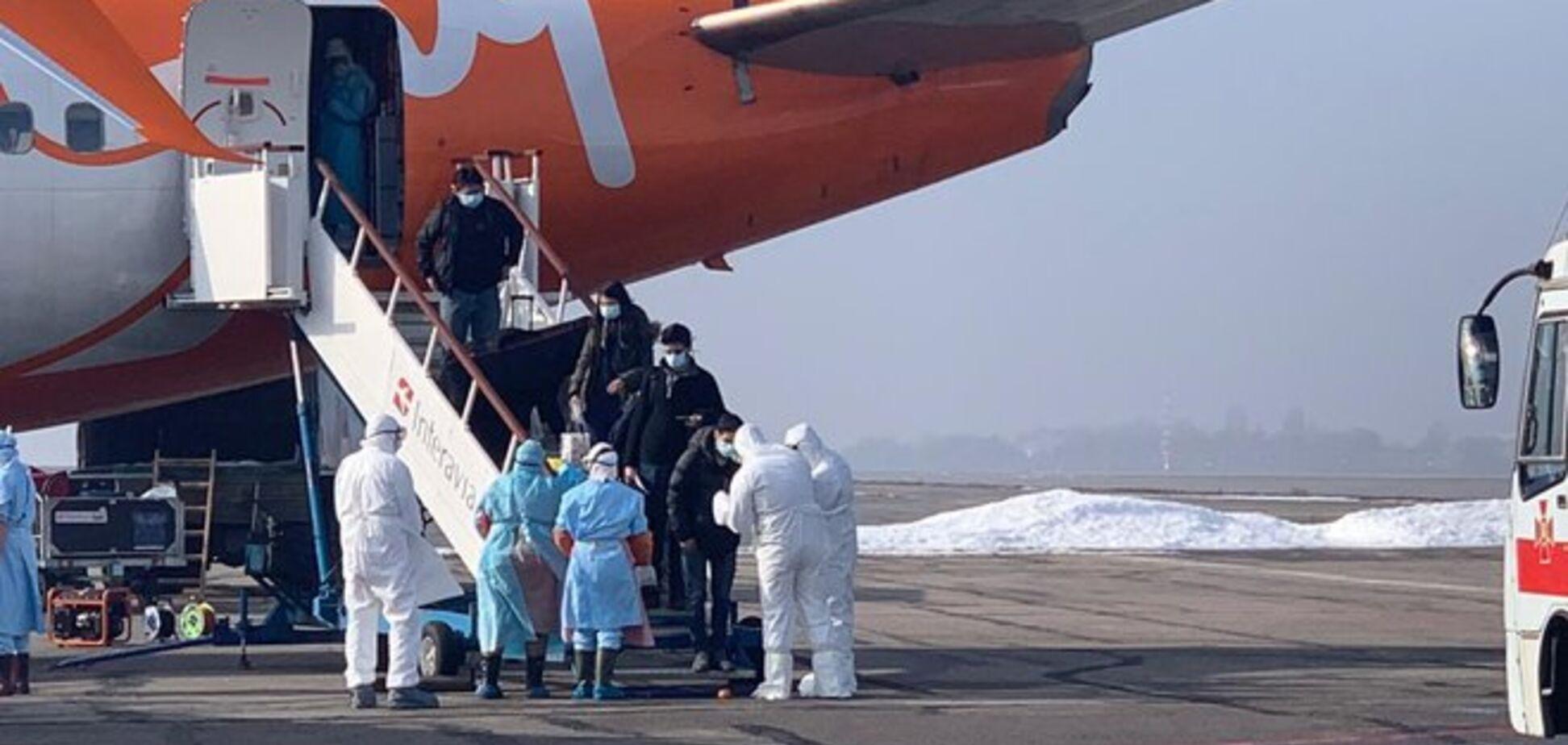 Літак із Китаю: що відомо про прибулих українців