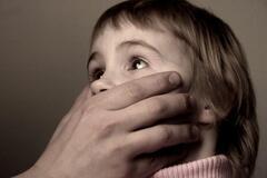 В Черкасской области отчим насиловал несовершеннолетнюю падчерицу: девушка молчала более года