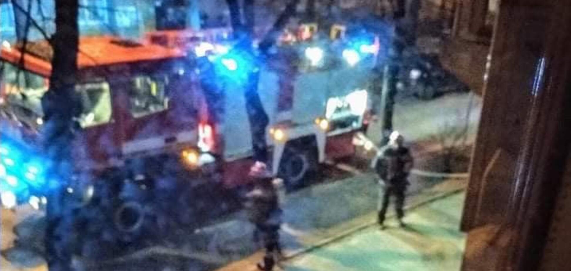 В Киеве неизвестные подожгли жилой дом: подробности и фото