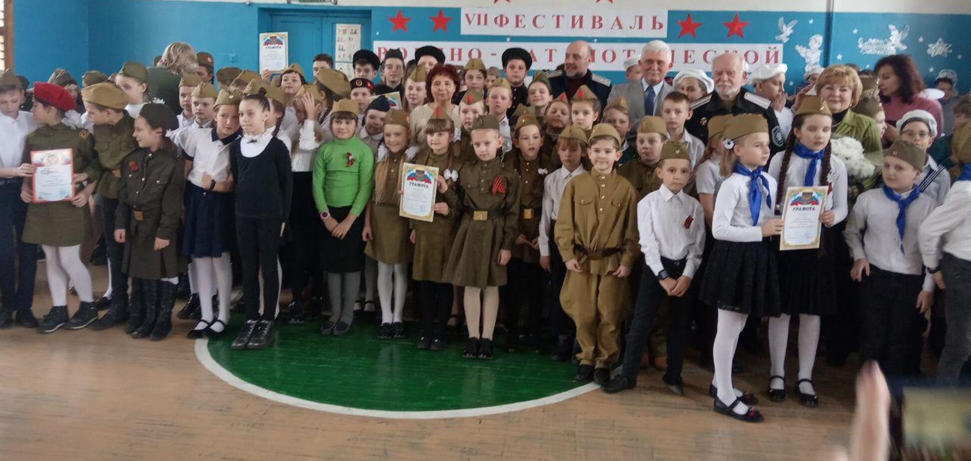 'Хотіли совок? Тримайте!' У Криму дітей в пілотках зігнали на 'День окупанта'