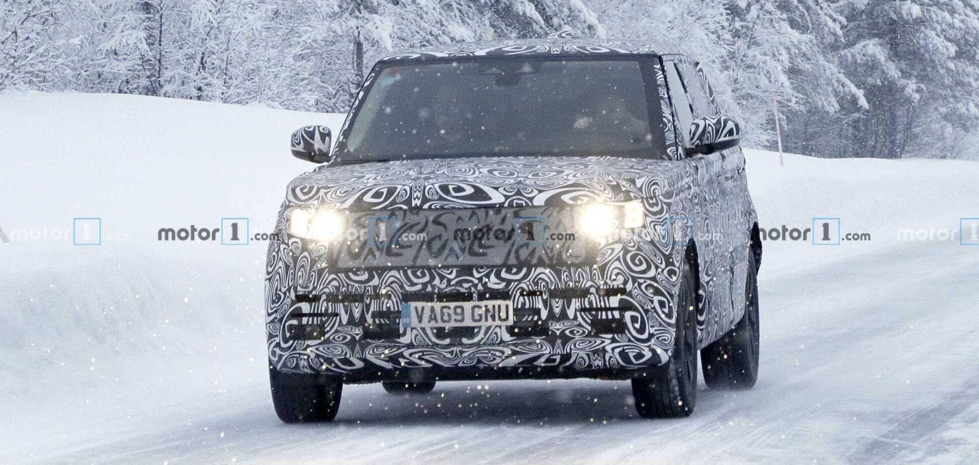 Электромобиль и гибрид: в объективы попал Range Rover 2022