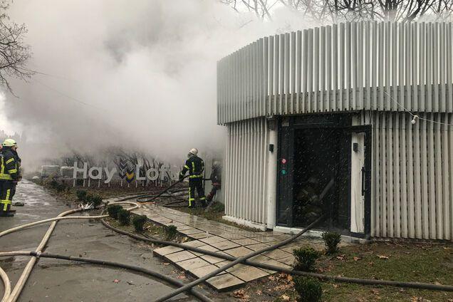 В Киеве вспыхнул масштабный пожар в ресторане