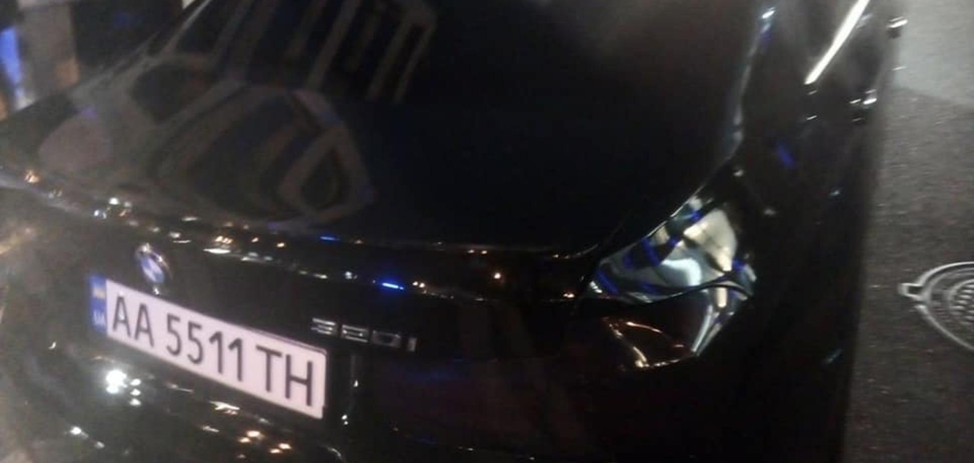 У Києві евакуювали авто 'героя парковки' разом з малими дітьми