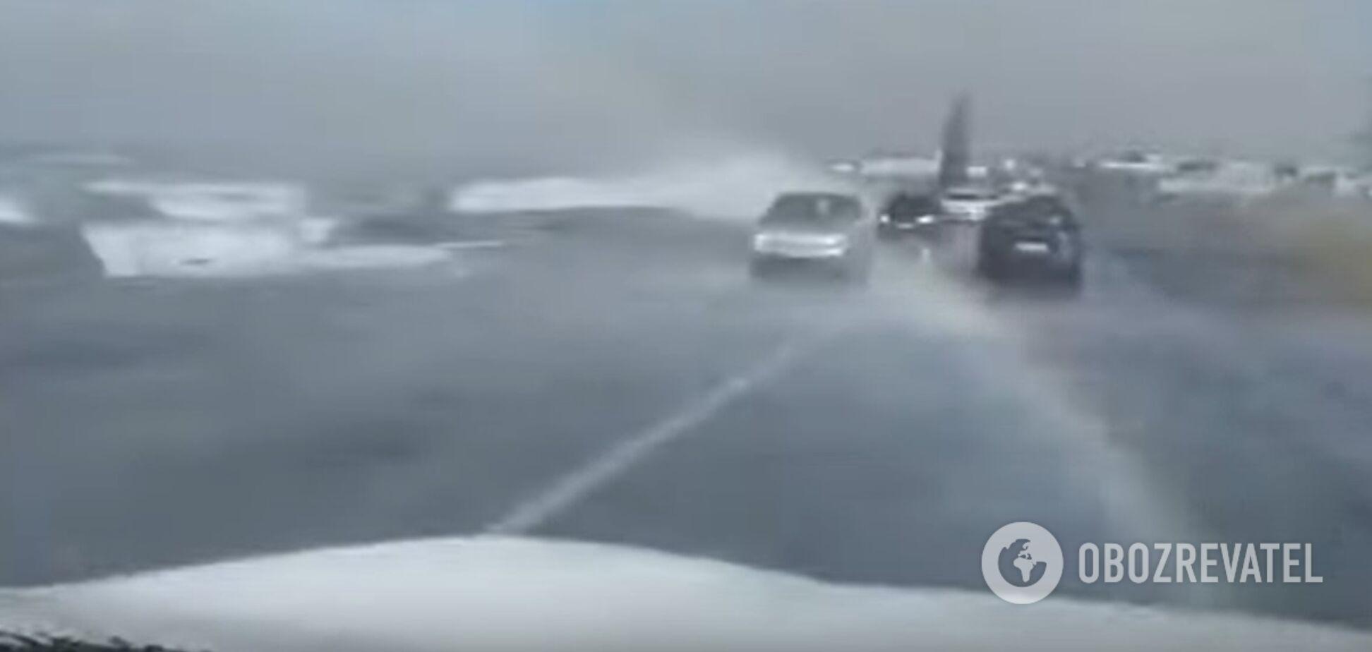 В Одессе Хаджибейский лиман залил Объездную дорогу