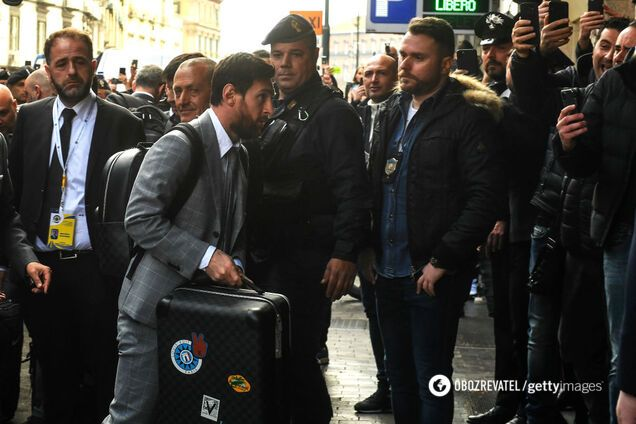 """Игроки """"Барселоны"""" во главе с Лионелем Месси прибыли в Неаполь"""