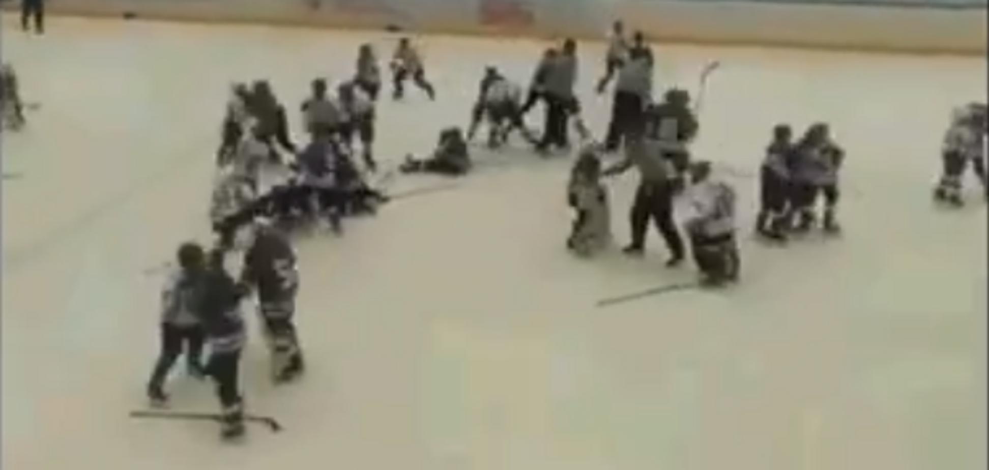 Драка на детском хоккейном матче между 'Ладой' и 'Волгарем'