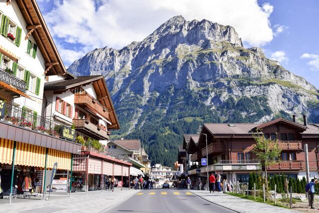 Вулиці міста в Швейцарії