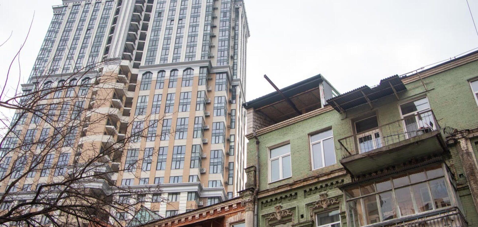 В Киеве начали снос скандальной надстройки на памятнике архитектуры