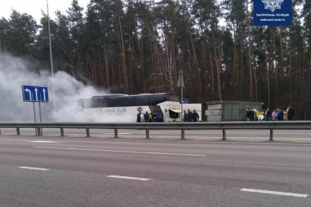На під'їзді до Києва горів пасажирський автобус